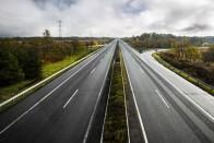 Ennyiből épül 1 kilométer autópálya Magyarországon 10
