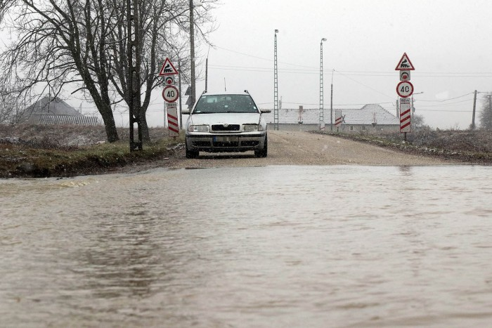 In the photo the flooded Sajó, roads were closed in Borsod 1