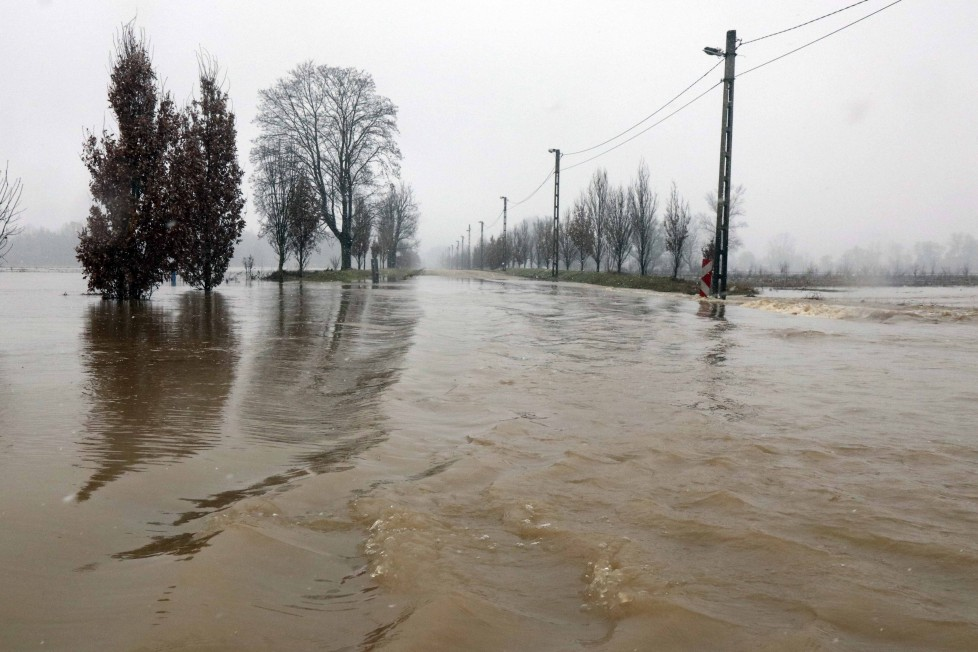 In the photo, the flooded Sajó, roads were closed in Borsod 3