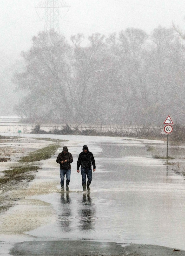 In the photo the flooded Sajó, roads were closed in Borsod 4