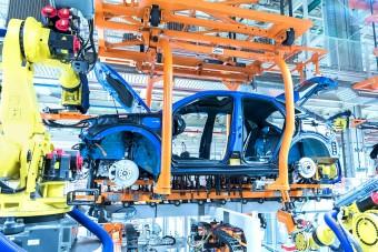 Tűzoltóautóval gyártják a hibrideket a győri Audinál