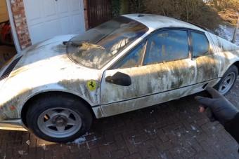 12 évnyi méltatlan mocsokból vakarták ki az amúgy hófehér Ferrarit