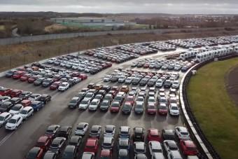 Hoppá, ezen a helyen több tízezer használt autót raktak le, mert senkinek nem kell