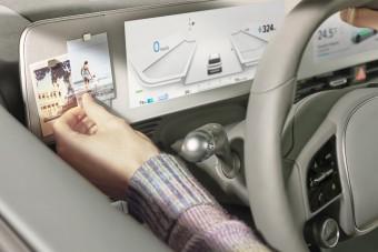 Videókon a mágnestáblás üzenőfallal szerelt autó