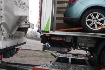 Meglepő áru volt a trélerre rakott furgonban