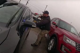 Az év rendőri megmozdulása, ahogy a menekülő autóst átöleli a rendőrfőnök