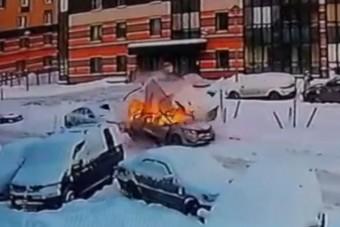 Élve szállt ki a sofőr a felrobbanó autóból