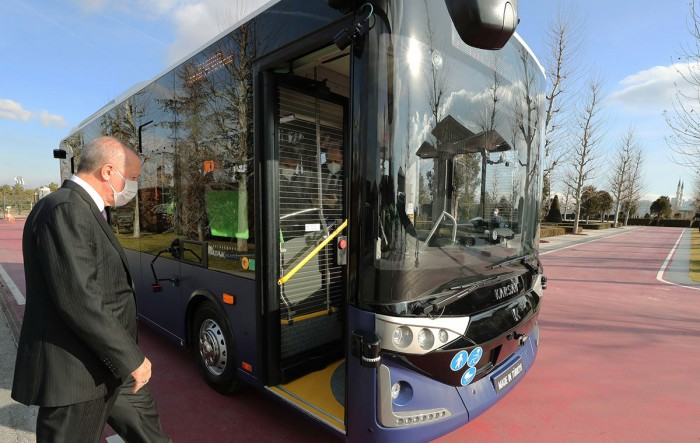 The first series-produced self-driving bus 2 is completed