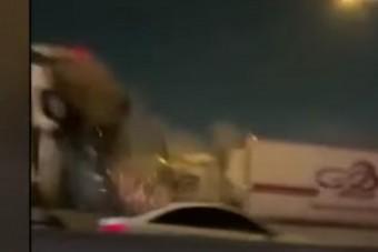 Letaglózó felvételek: 130 autó ütközött, olyan ítéletidő van Texasban