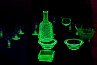 Sötét titkot rejtenek ezek a fényes üvegtárgyak