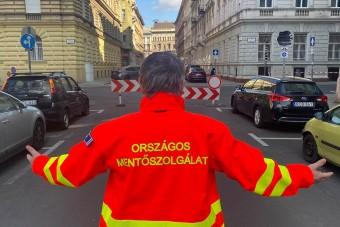 Bezárták a pesti mentősöket a saját utcájukba