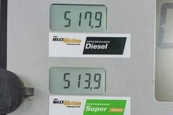 Átlépte az 500 forintot az üzemanyagok ára itthon!