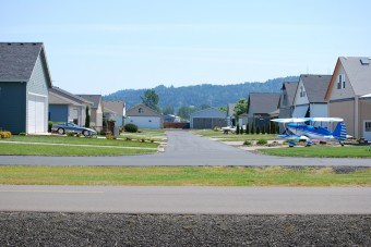 Autók helyett repülők parkolnak a ház előtt ebben a városban