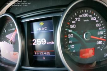 Így küldi a pokolba a V12-es TDI motor az Audi Q7-est