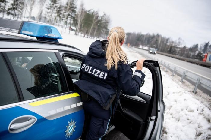 A bíróság elrendelte a gyorshajtónak, hogy adja el a BMW 440i-t
