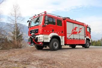 Különleges kétfejű tűzoltóautó szolgál Kínában