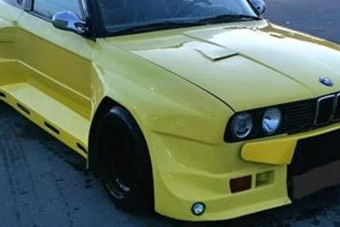 Mondjunk el egy imát ezért a szerencsétlen E30-as BMW-ért