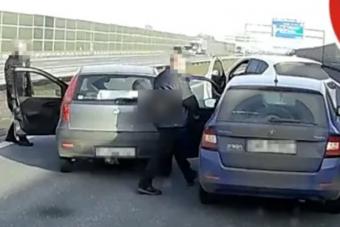 Vakmerő autósok állították meg a részeg sofőrt