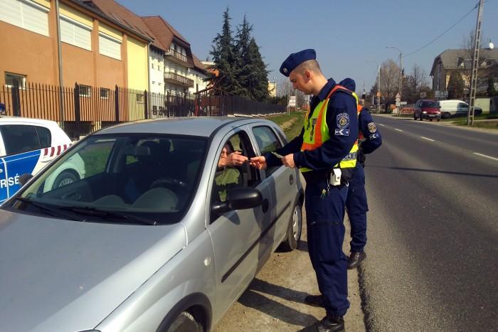 rendőrségi ember találkozik