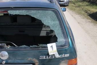 Több pénzt akart a borsodi autószerelő, baseballütővel verték be az autója szélvédőjét