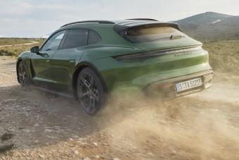 Csodáld, ahogy murván száguld a legújabb Porsche!