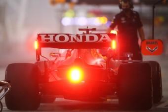 F1: Leleplezte magát a Honda, örülhet a Merci