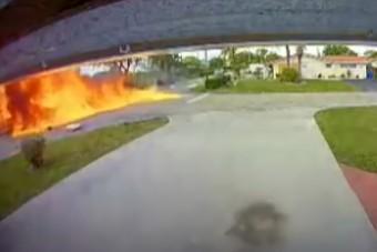 Kisrepülő csapódott egy autóba, hárman életüket vesztették