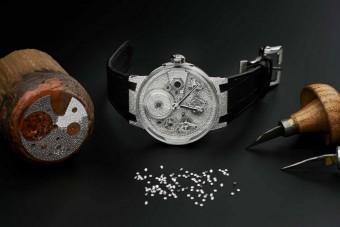Több mint 2200 gyémánt borítja a luxusórát
