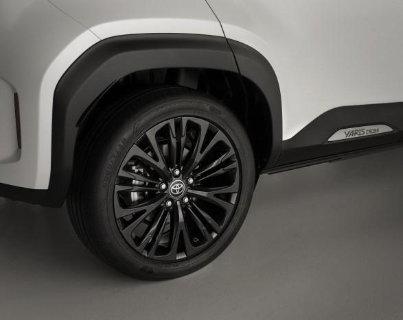 Férfiasabb kivitelben is elérhető lesz a legkisebb Toyota crossover 4