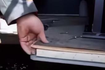 Újabb videó mutatja az új orosz UAZ pocsék minőségét