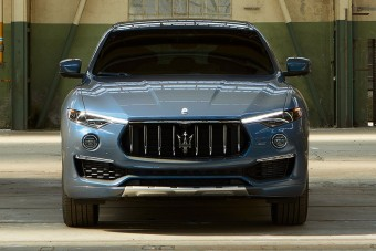 Már a Maseratinak is van hibrid szabadidőjárműve