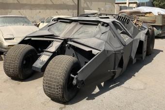 Elhagyatva, porosan áll az egyik legmenőbb Batmobile
