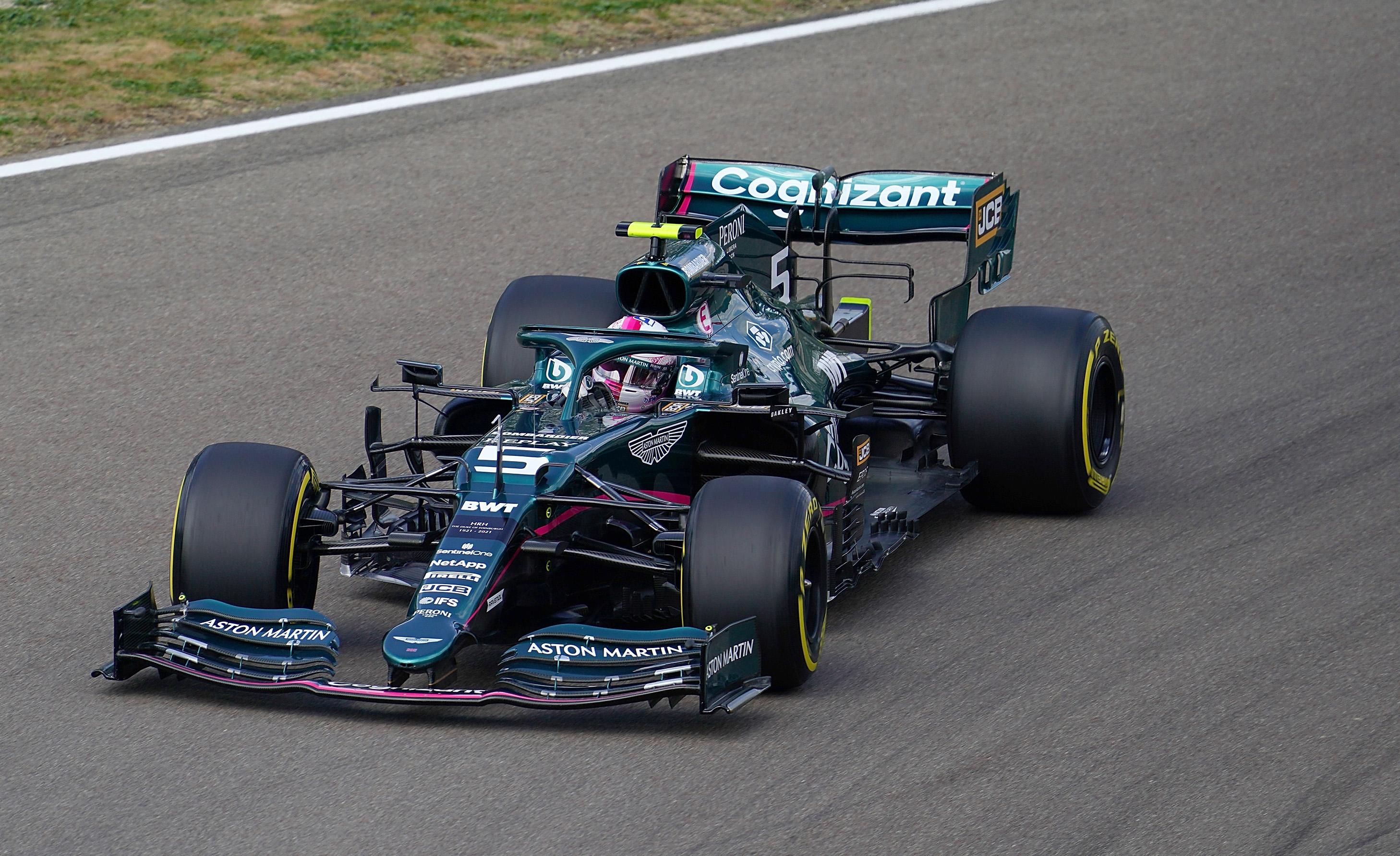 F1: Izgalmas végjáték után Hamiltoné az imolai pole 3
