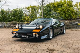 Tömény exhibicionizmus ez a 80-as évekbeli Ferrari