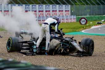 F1: Összeesküvést sejt a bukás mögött Russell