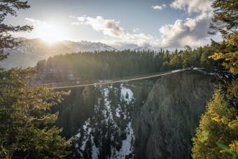 Tériszonyosoknak nem ajánlott átkelni ezen a hídon