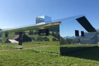 Megosztja a netezőket a látványos tükörfalú ház