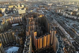Kisvárosnyi méretű a világ egyik legnagyobb háztömbje