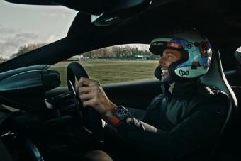 Ricciardo megmutatja, hogyan kell megtáncoltatni egy 670 lóerős McLarent