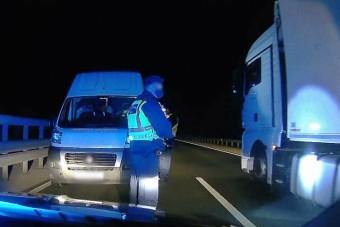 Óriásit hibázott a kialvatlan sofőr, megbüntették