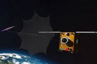 Hálóval gyűjti be az űrszemetet egy új robot