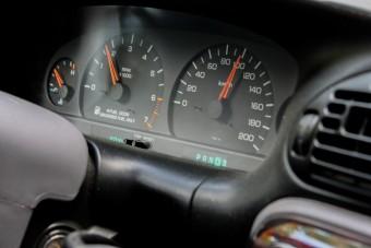 2022-ben érkezik a kötelező sebességkorlátozó az autókba