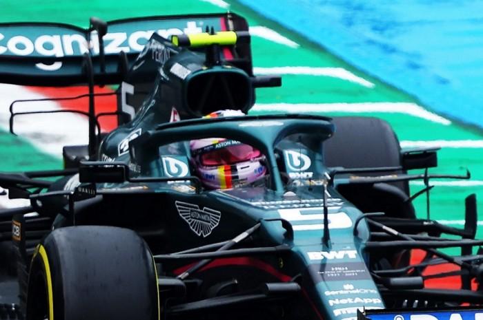 F1: Futam közben cserélt sisakot Vettel 3