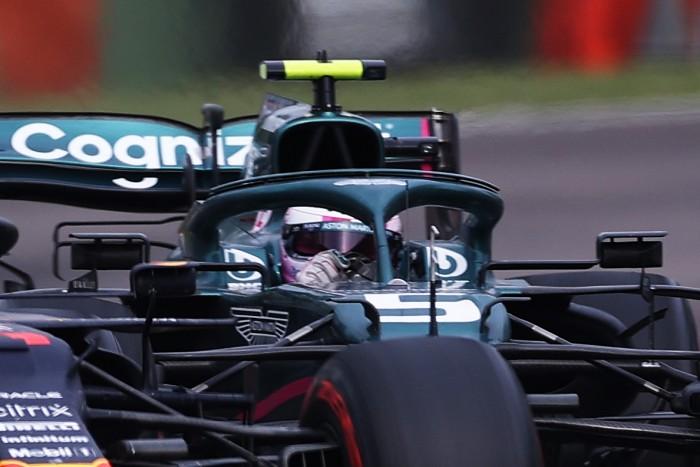 F1: Futam közben cserélt sisakot Vettel 2