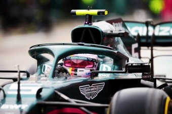F1: Futam közben cserélt sisakot Vettel