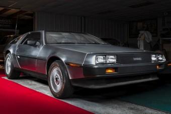 1985-be repít vissza ez a DeLorean