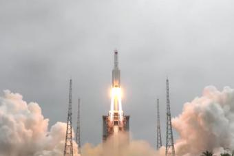 A hétvégén csapódhat a Földbe az irányíthatatlan kínai rakéta
