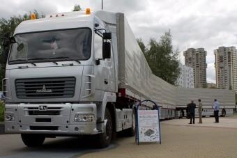 Európai utakra szánták ezt a 47 méter hosszú kamiont