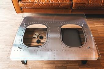 Egy darab repülőgép jól mutatna a nappaliban asztalként?
