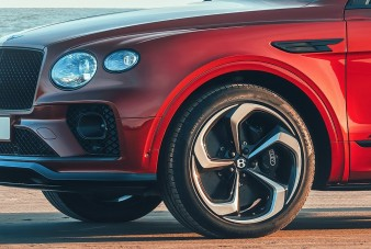 Sportverzió készült a Bentley luxusterepjárójából